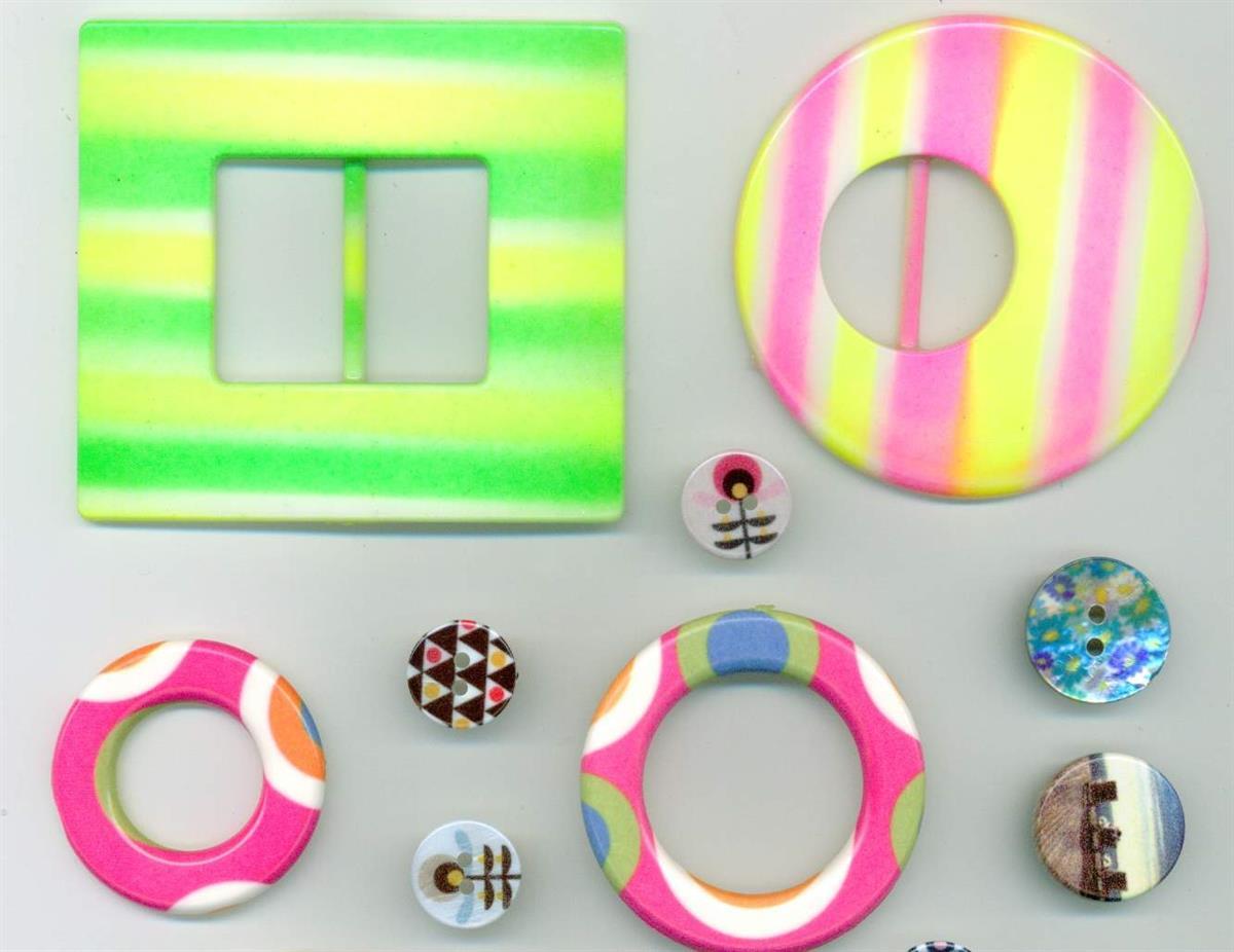 05 - Esempi di bottoni e accessori in diversi materiali stampati in ...